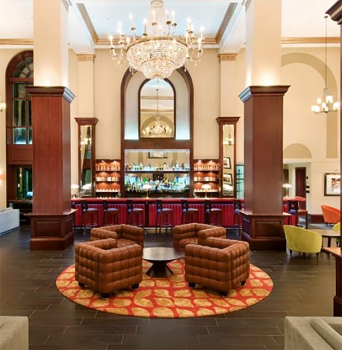 HIlton British Colonial Resort   Bullion Bar   700 x 718