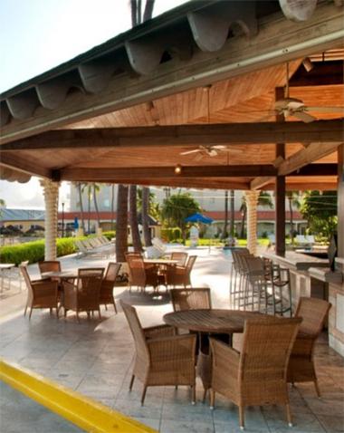 Hilton British Colonial Rsort  Outdoor Bar   380 x 478